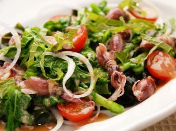ホタルイカと菜の花、わかめのサラダ