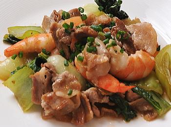 チンゲン菜と豚肉のごまドレ炒め